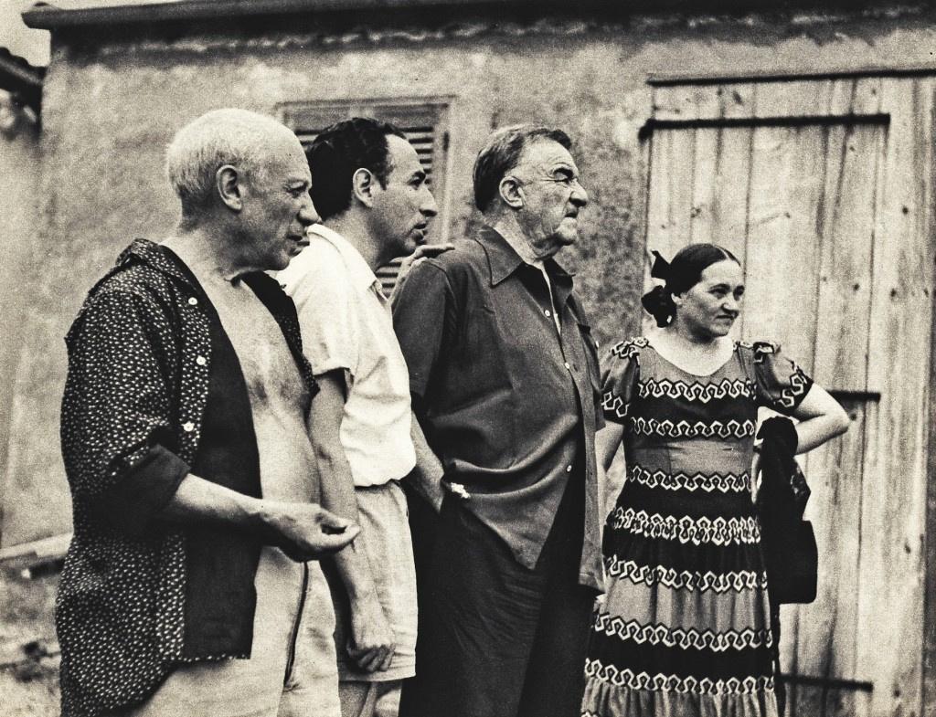 Надя и Фернан Леже с Пабло Пикассо (крайний слева).Источник фото