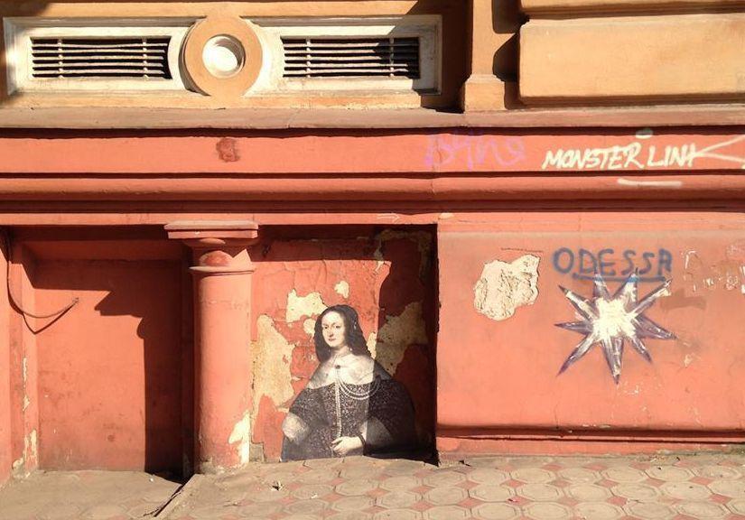 """Музейный детектив: неизвестный """"выпускает"""" на улицы Одессы экспонаты из местной галереи"""