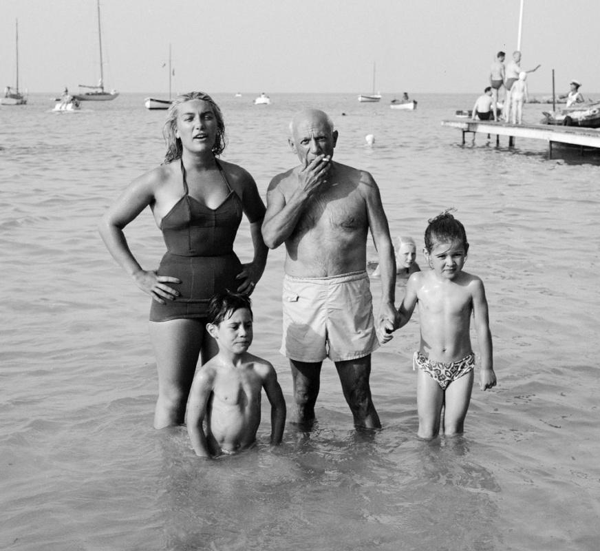 Пикассо со своими детьми - Майей, Клодом и Паломой, 1953.Фото: Edward Quinn / Администрация Пикассо