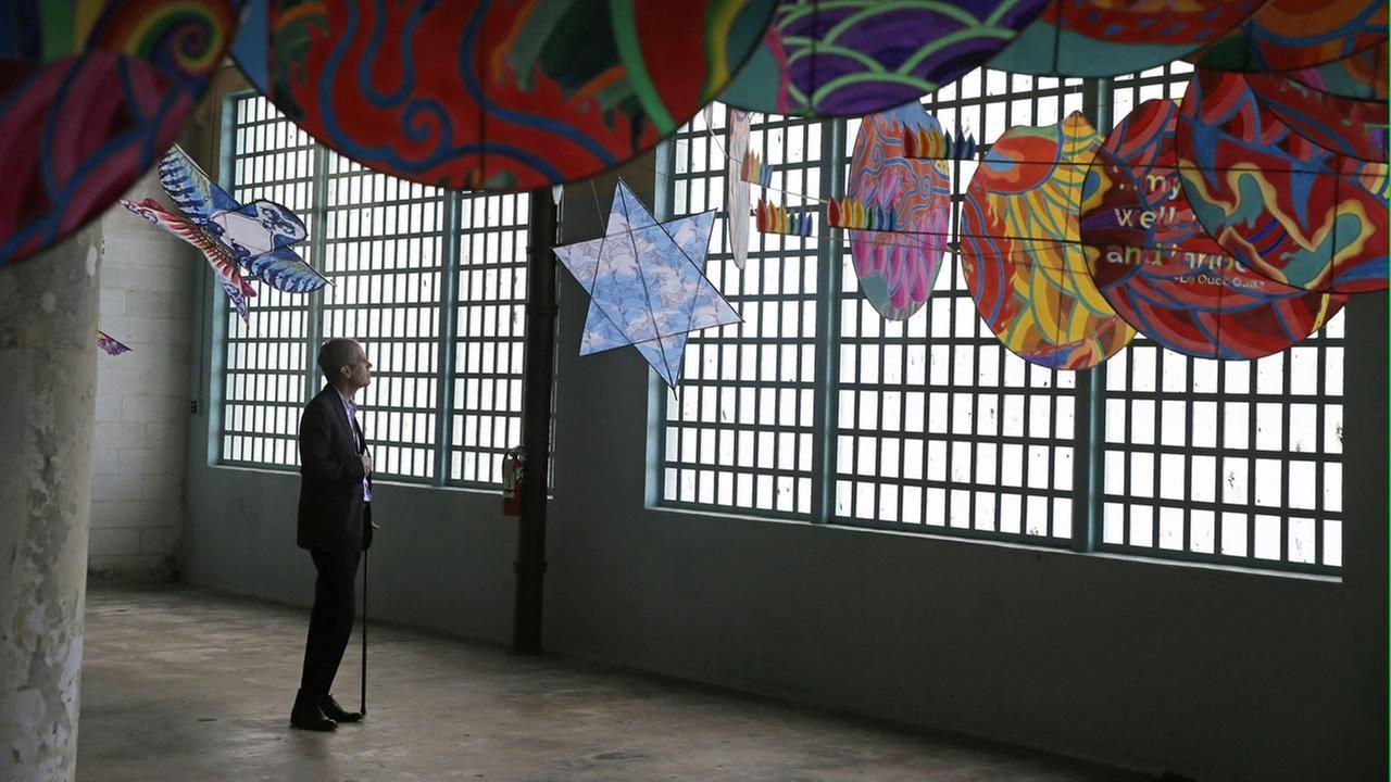 В  тюрьму на праздник свободы: Ай Вэйвэй  превратил в выставочное пространство Алькатрас