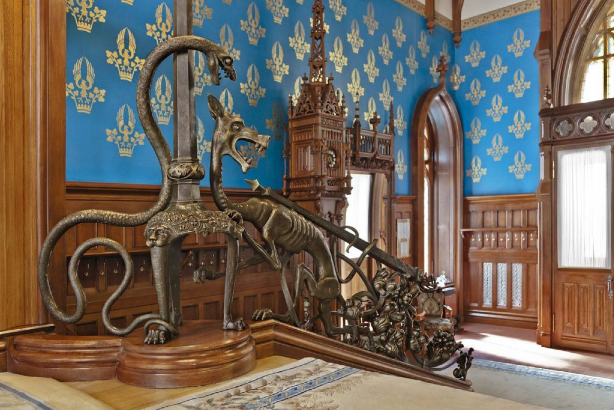 The main staircase. Sculpture by Mikhail Vrubel. Photo from the book by Viktor Sutormin, On Both Sid