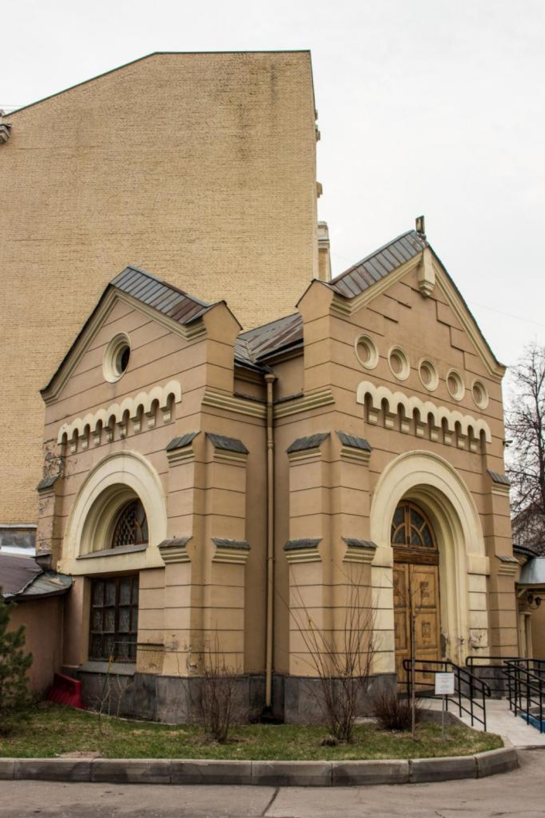 Saints Peter and Paul Cathedral, building 6, chapel. Architect F. O. Shekhtel, 1892. Moscow.Photo S