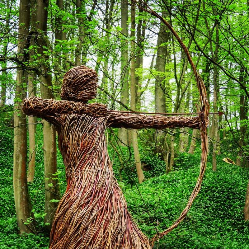 Скульптура охотницы. Кемптон Касл. Великобритания. Источник фото.