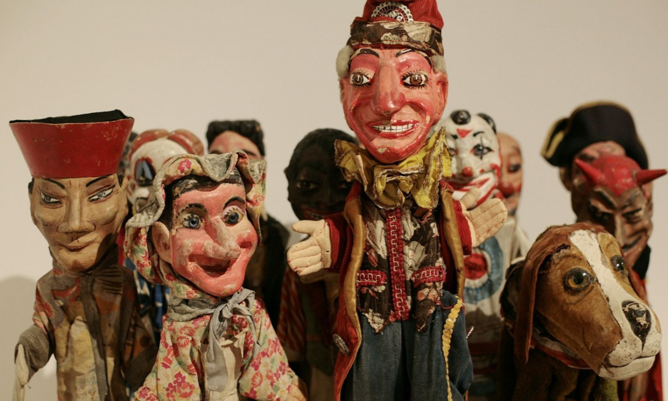 Куклы, черепа и маски из личных коллекций Херста и Уорхола: что собирают скандальные творцы совриска?