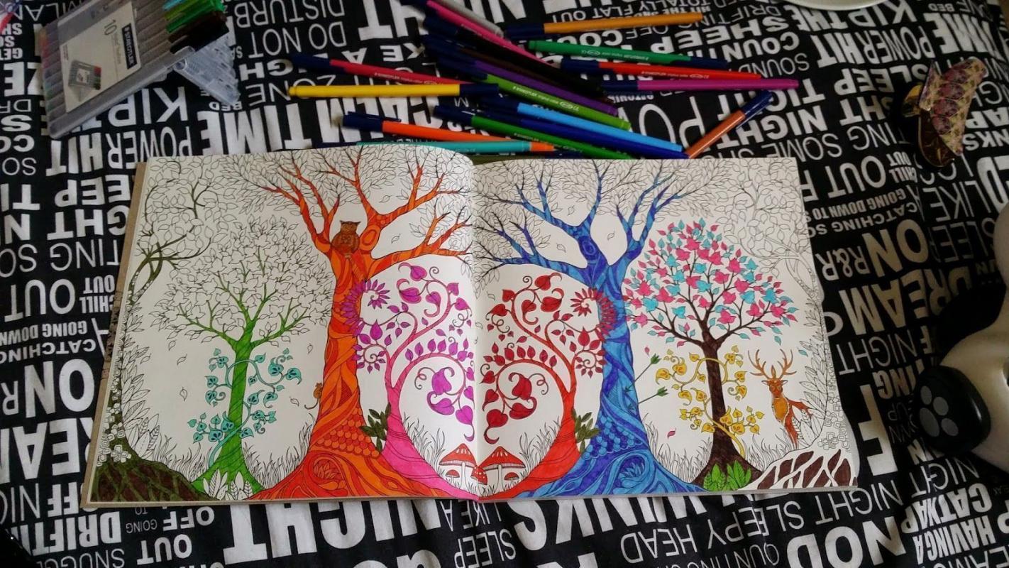 """На острие популярности: """"Зачарованный лес"""" Джоанны Басфорд и другие книжки-раскраски для взрослых"""
