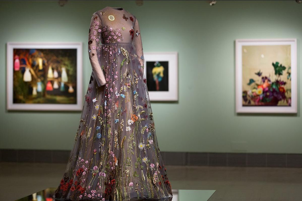 Шедевры в глянце: выставка фэшн-фотографий, вдохновленных живописью, в Мадриде