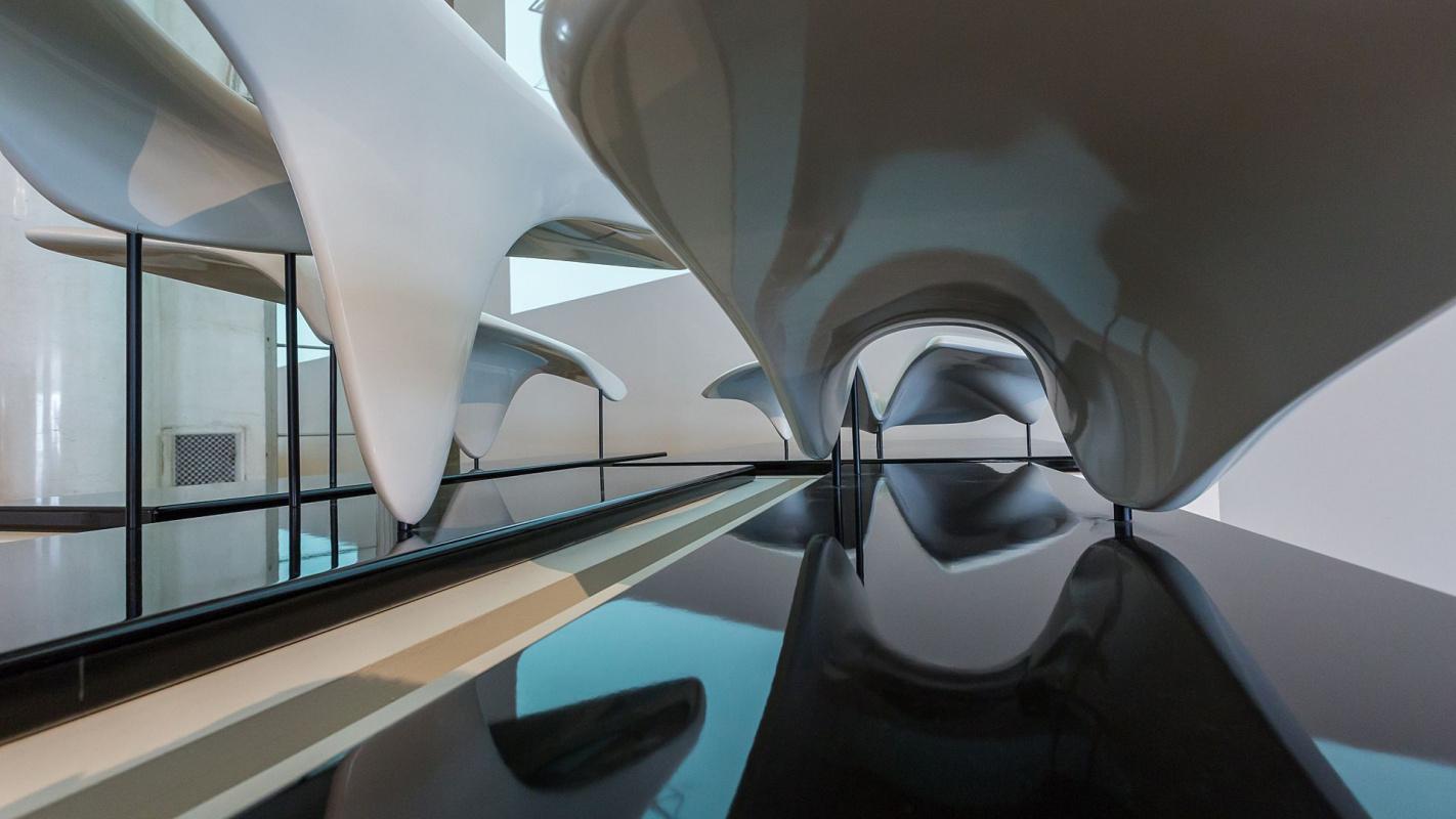 """Выставка работ знаменитой женщины-архитектора Захи Хадид плюс """"архитектурная десятка"""" ее самых удивительных проектов"""