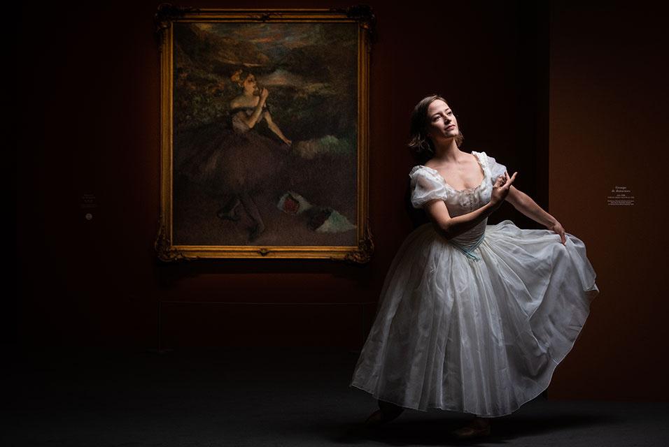 Выступление балерины Парижской оперы Виктории Анкетиль на открытии выставки «Дега в Опере» в музее Орсе в Париже 9 октября 2019 года
