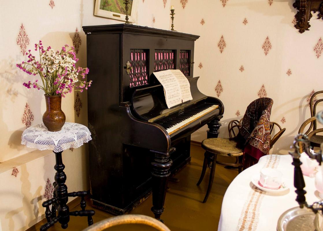 Фортепиано, на котором играла Софья Кувшинникова в Плёсе.