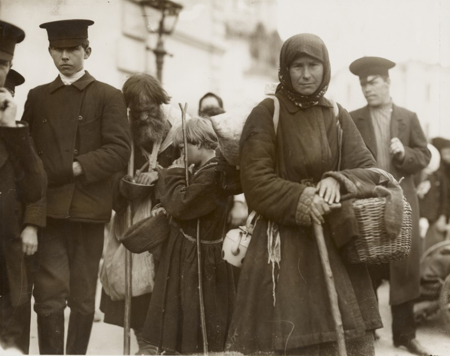 Alfonse Mucha's photographs taken inMoscow in1913. Preview photos from the Getty Museum collection