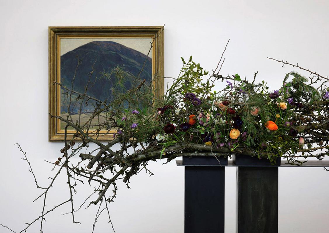 Живописные работы ицветочные композиции, составившие выставку «Цветы для искусства» 2020