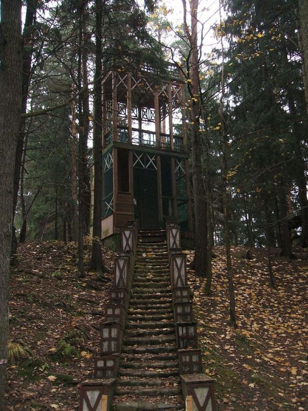 Смотровая башня «Башенка Шехерезады» на «Чугуевой горке», названной так в честь родины Репина - укра