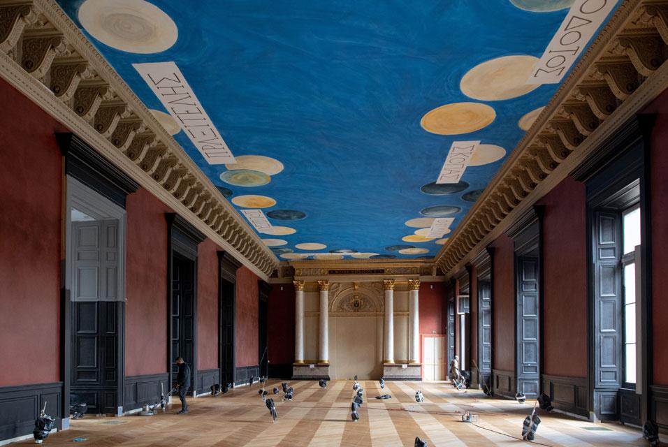 Работа Сая Твомбли оказалась в центре «дворцовых интриг» в Лувре