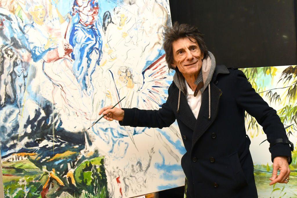 Гитарист Rolling Stones Ронни Вуд выставил свои картины