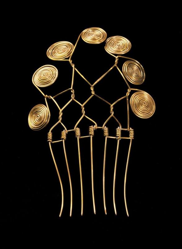 Александр Колдер. Гребень для волос. 1940. Позолоченная латунь. Смитсоновский музей американского ис