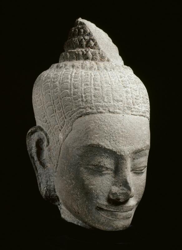 Женская голова, Ангкор, байонский стиль, конец XII - начало XIII века