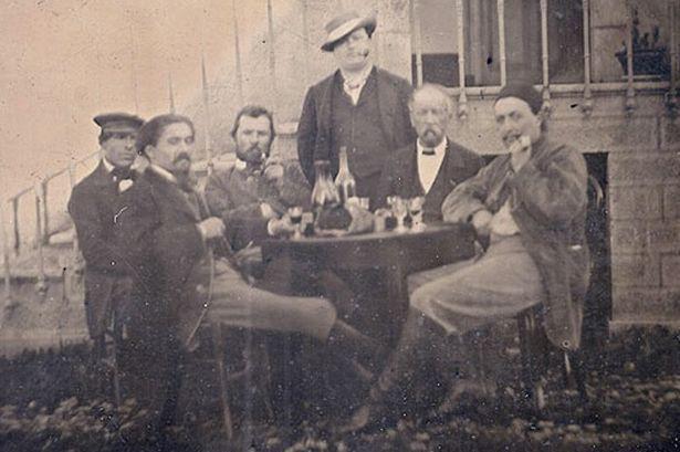 Французские эксперты уверены, что нашли первую «взрослую» фотографию Винсента Ван Гога