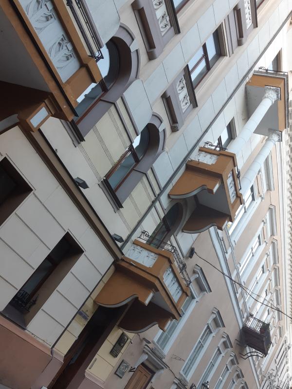 Дома 14 и 13 на Приморском бульваре