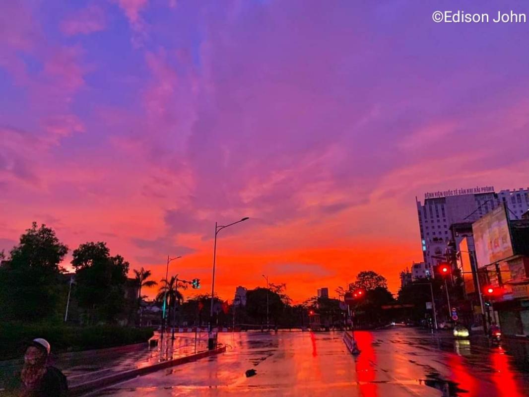 Edison John (Nhiếp ảnh gia John). The streets in the sunset.