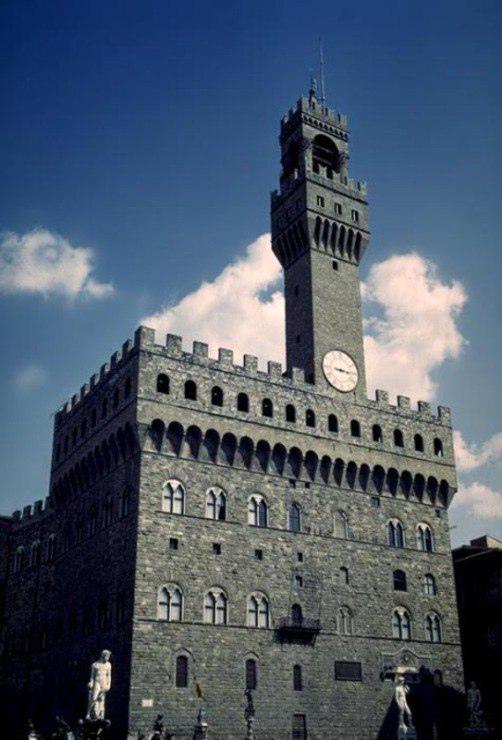 Arnolfo di Cambio. Palazzo Vecchio