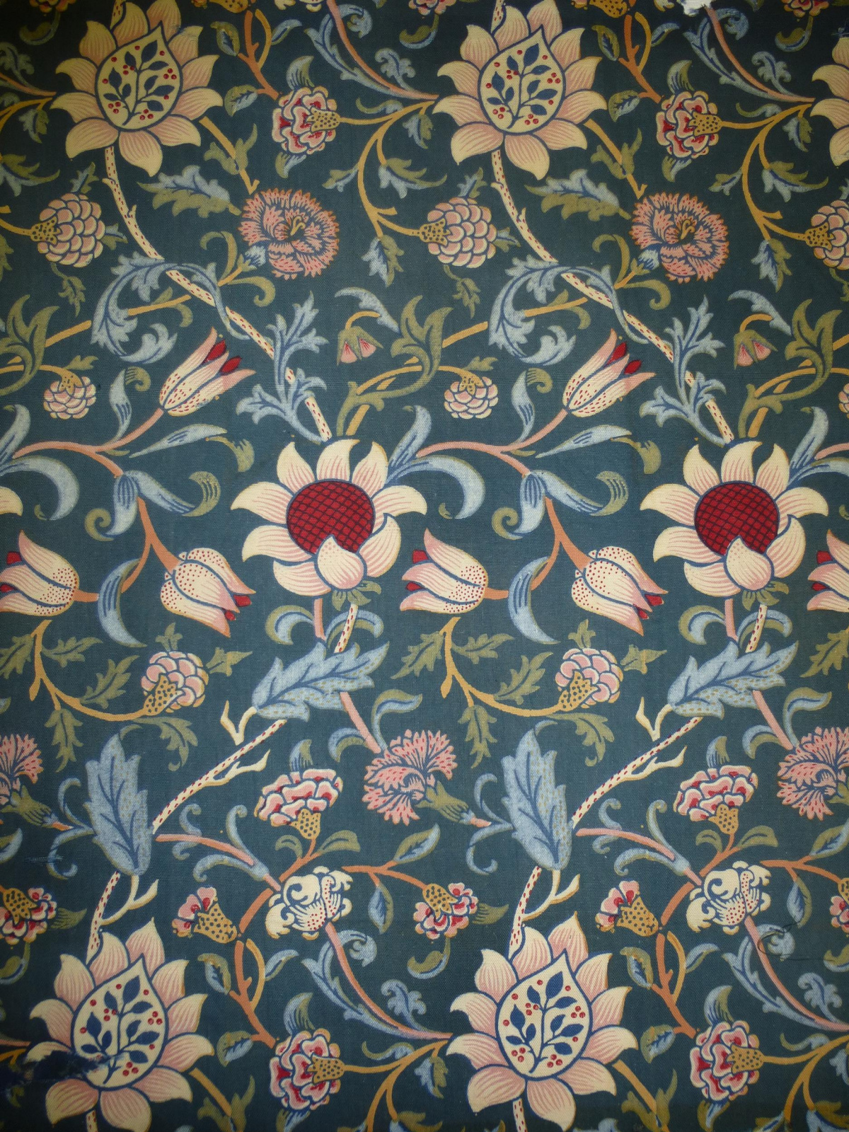 William Morris.  Evenlod