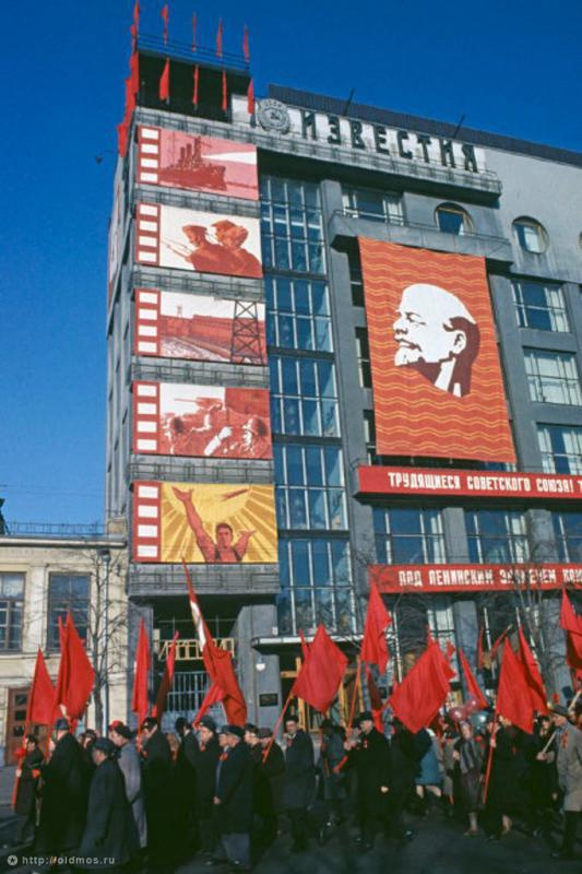 Historical photos. Campaigning for the 50th anniversary of the October Revolution at the Izvestia newspaper building in Moscow