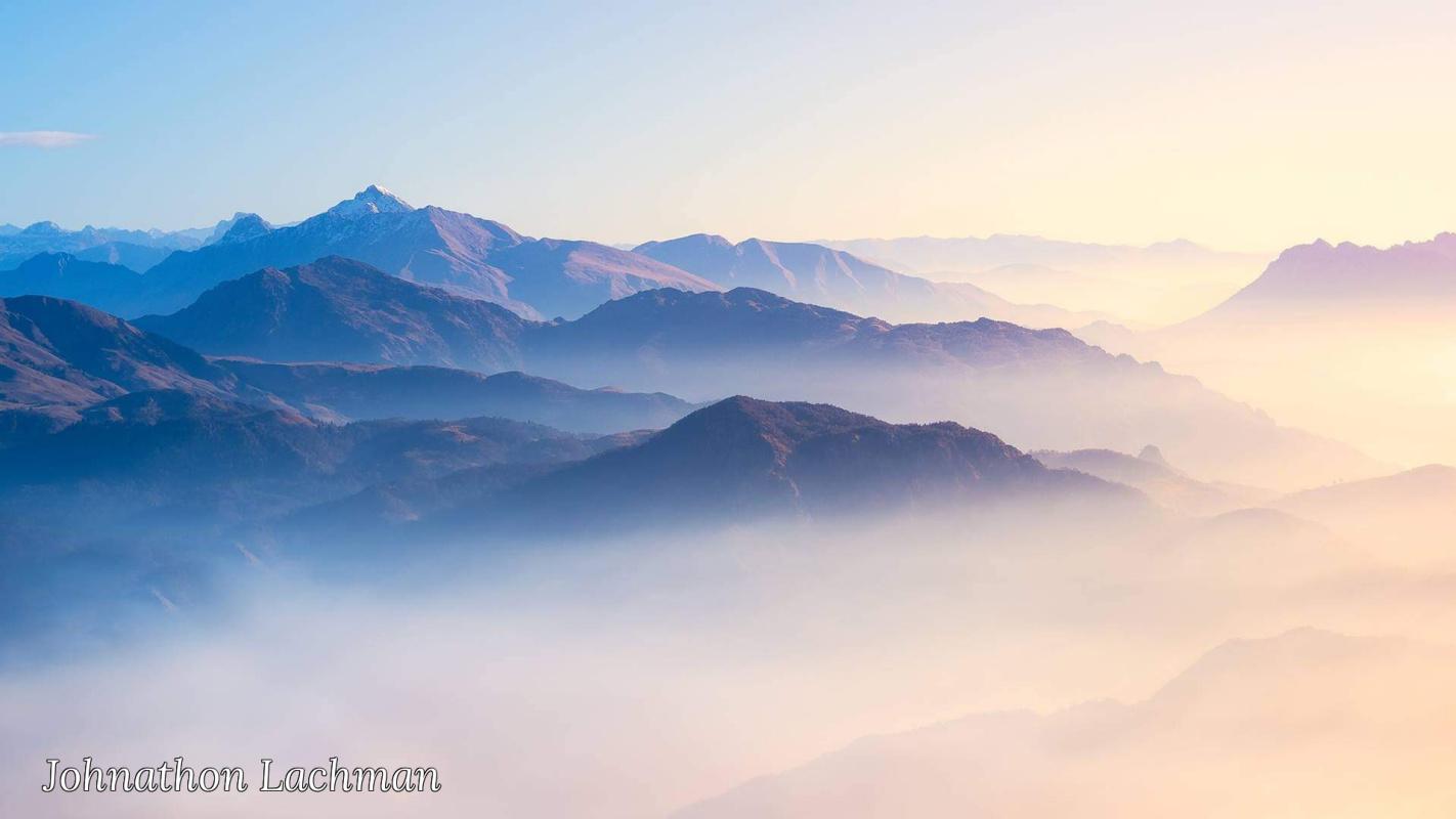Johnathon Lachman. Be in awe of photographer Jonathan Lachman's stunning 6am foggy mountain artwork