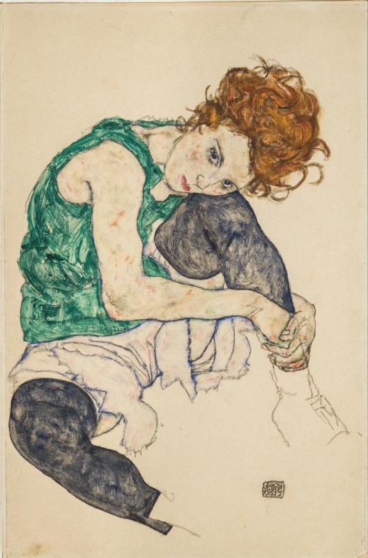 Сидящая женщина с согнутым коленом