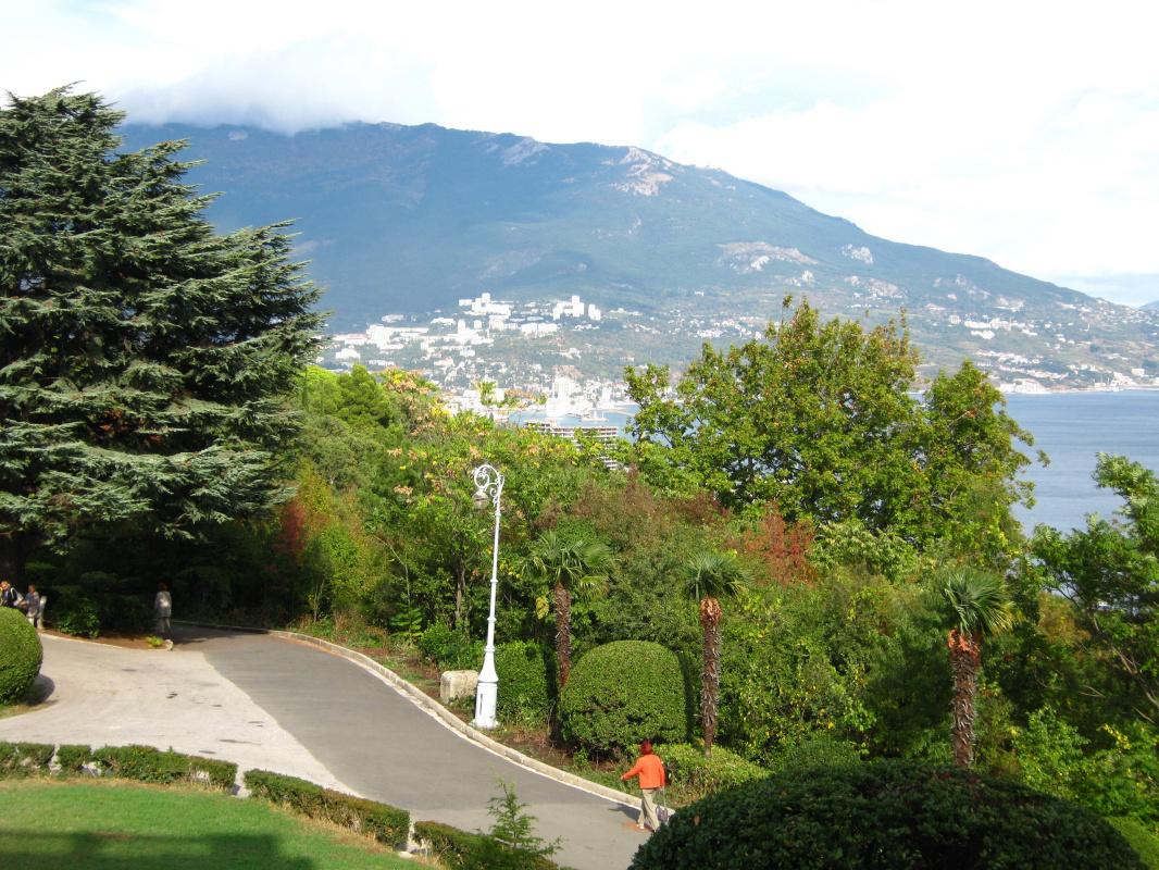 """Алексей Гришанков (Alegri). """"View of Yalta from Livadia"""""""
