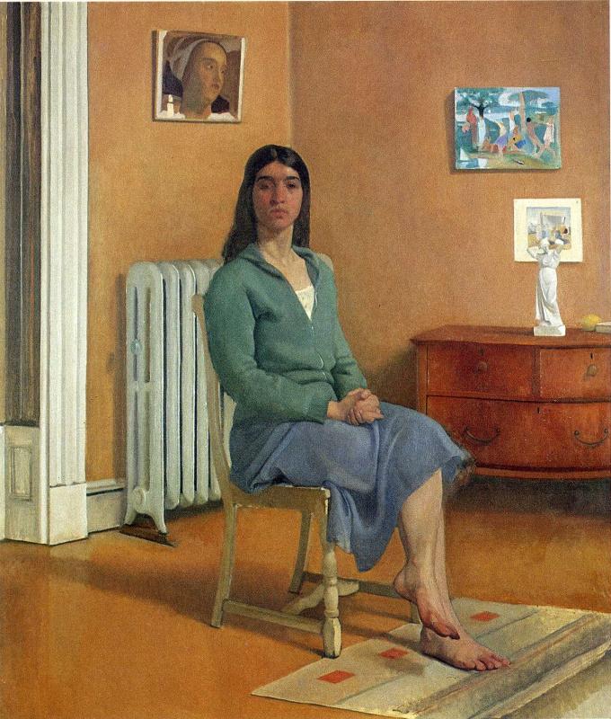 Сидящая на стуле брюнетка