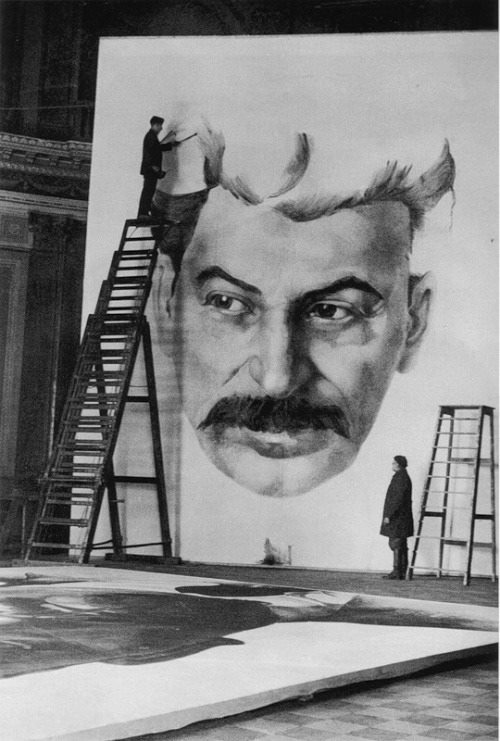 Historical photos. Students of the Academy of Arts are working on a portrait of Stalin to decorate the city for the celebration of May 1, 1934