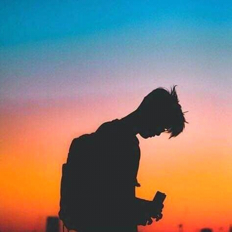 Son Nguyen Huu. The boy watching the sunset