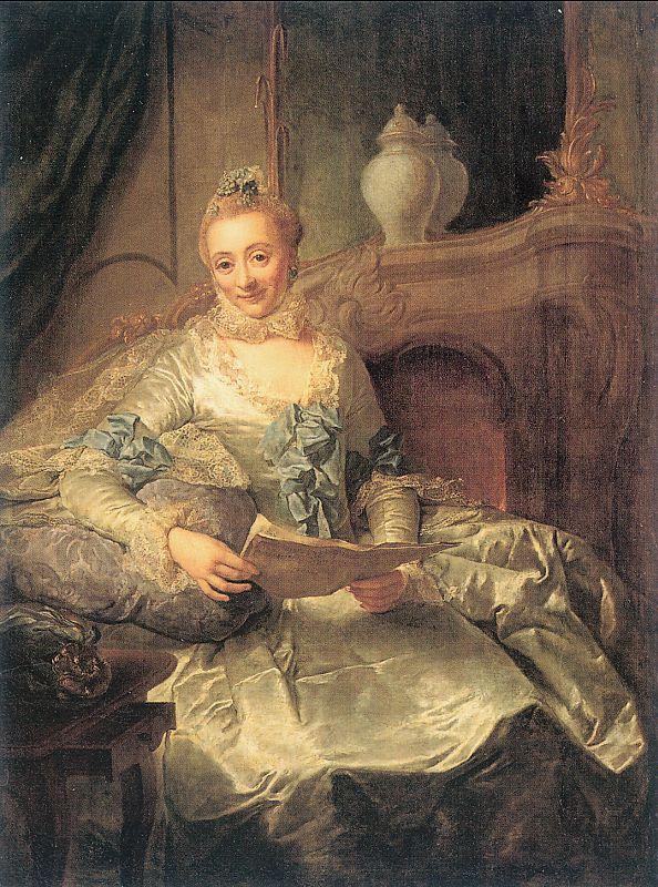 Матье. Женщина читает и улыбается