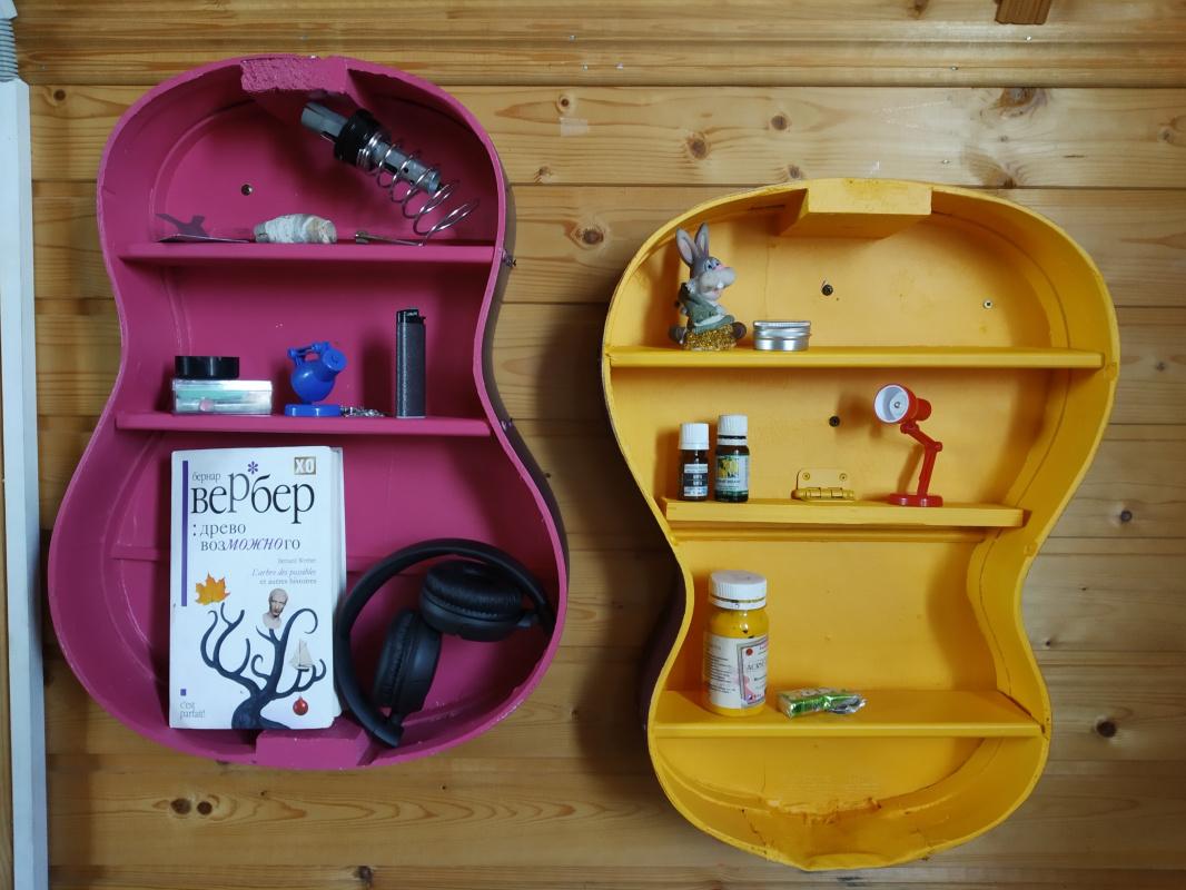 Erica Fox. Красочный стеллаж для мелочей