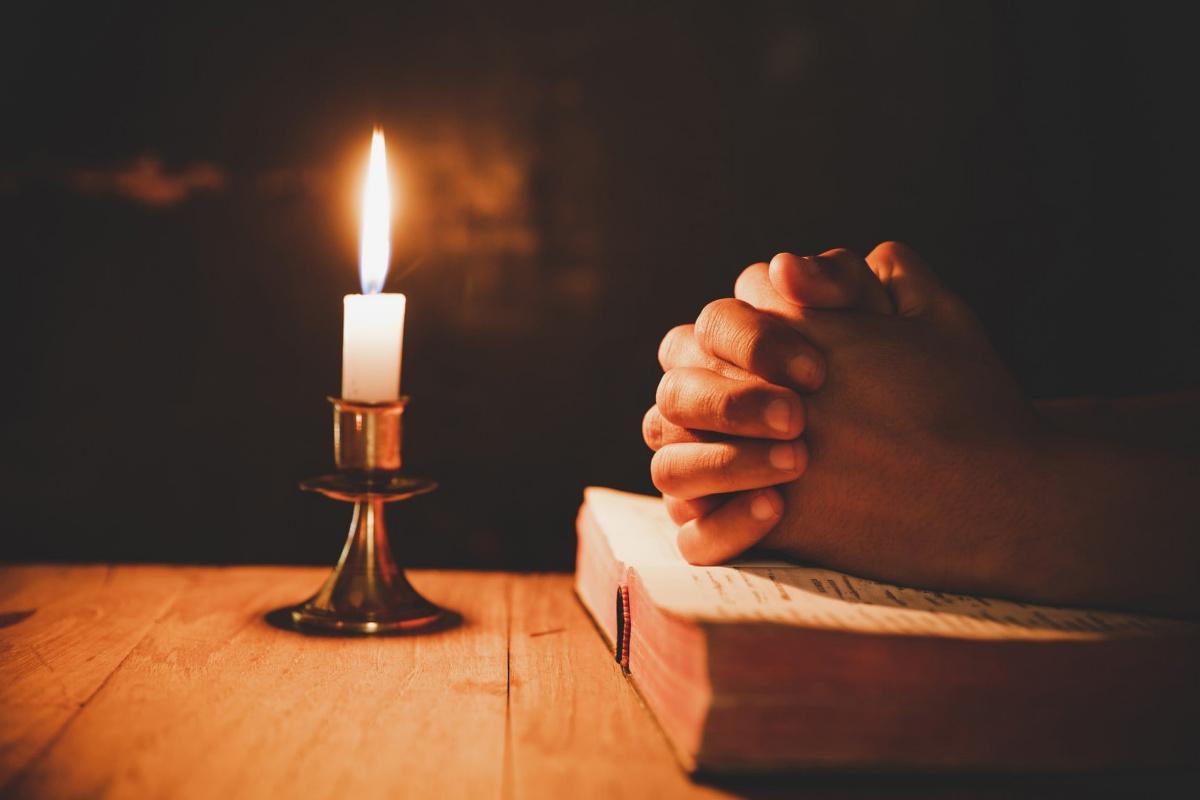 Khac Quang. Praying candle
