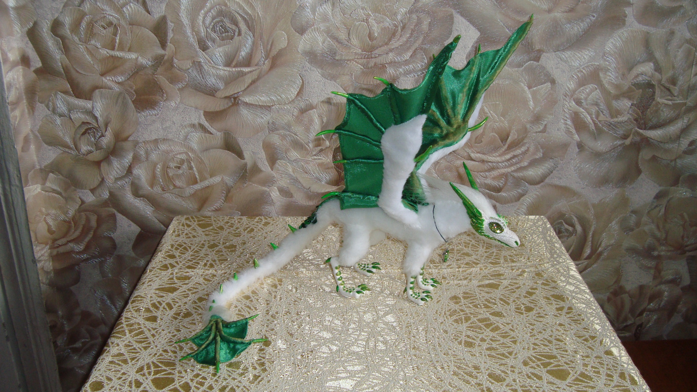 Olga Vasilievna Potapova. Snow Emerald Dragon
