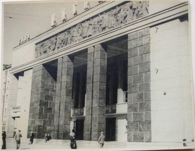 Лазарь Маркович Хидекель. Фасад кинотеатра «Москва». Ленинград