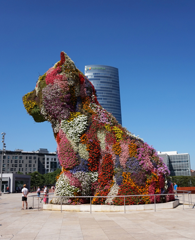 Jeff Koons. Puppy in colors