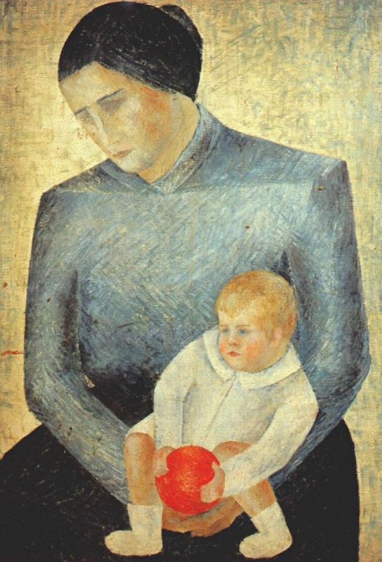 Ребенок держит апельсин
