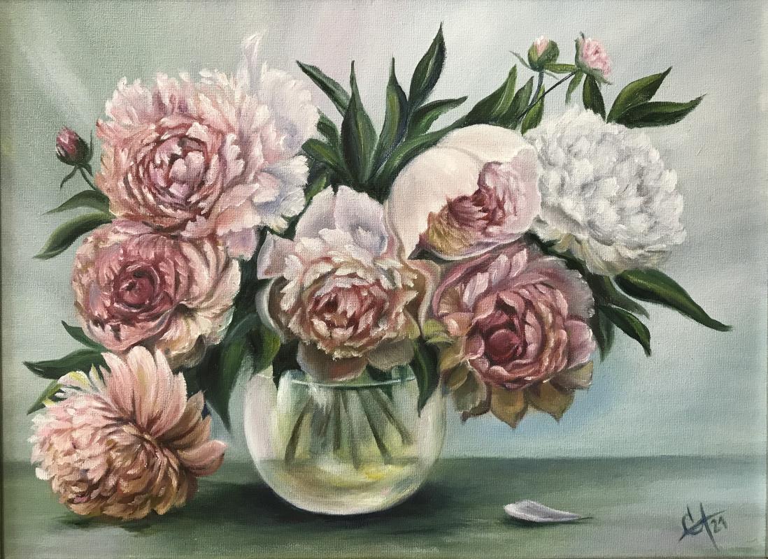 Svetlana Arkhipova. Bouquet of peonies in a glass vase