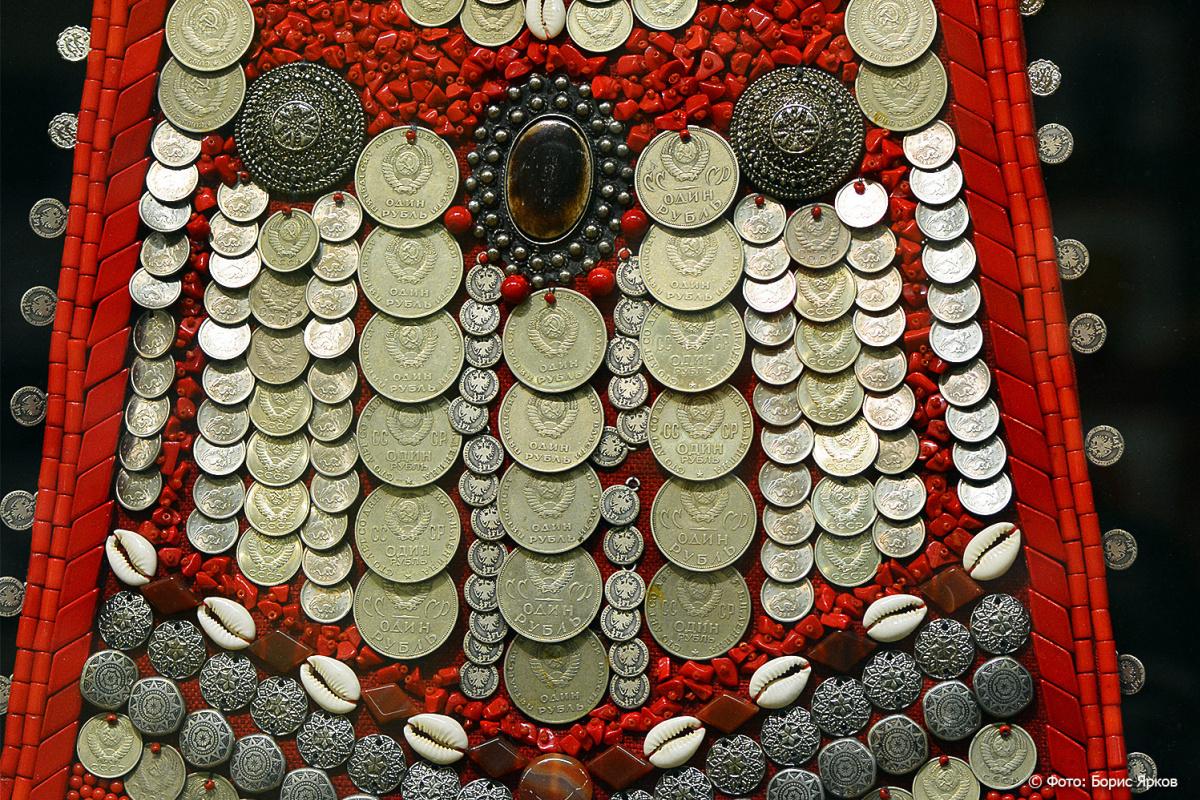 Александр Кирдякин. Нагрудник из серии «Деньги – национальное украшение башкир»