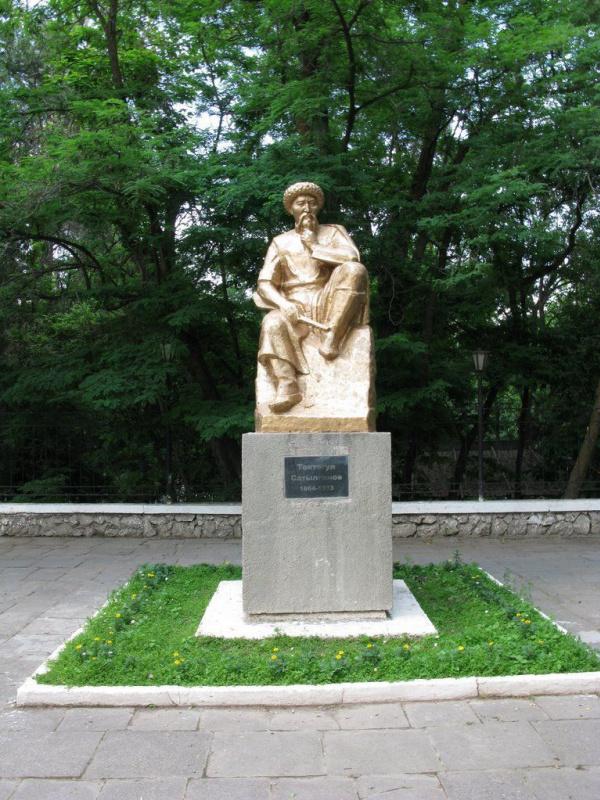 Давид Владимирович Хеидзе. Памятник Токтогулу Сатылганову