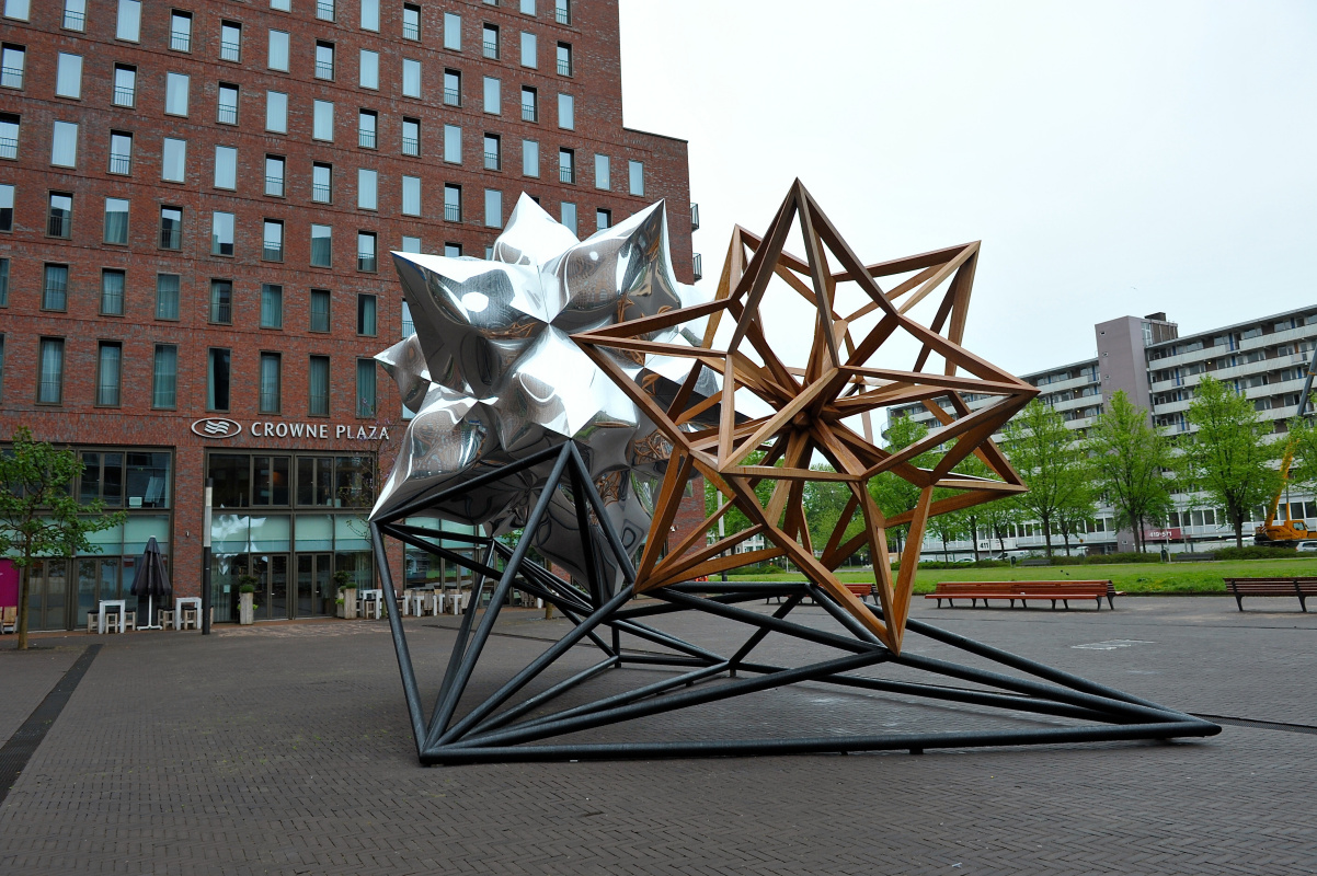 Фрэнк Стелла. Надуваемая звезда и деревянная звезда