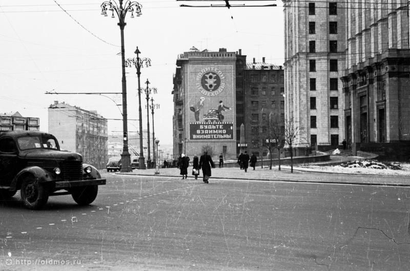 Historical photos. Social advertising in Moscow. Lermontovskaya Square (Red Gate Square)