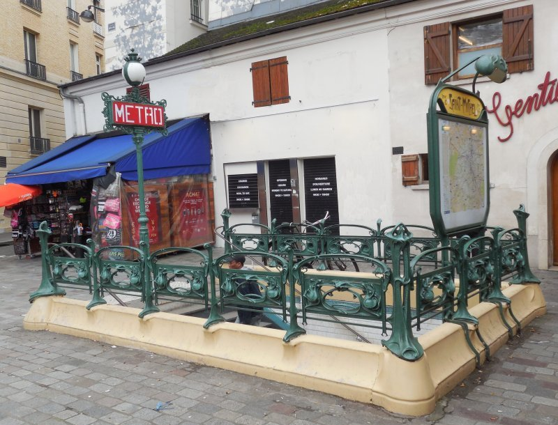 Hector Guimard. Entrance to the Saint-Michel metro station, Paris