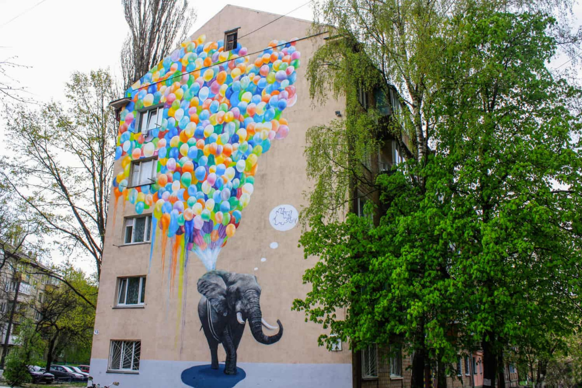 Alexander Korban. Elephant and balloons
