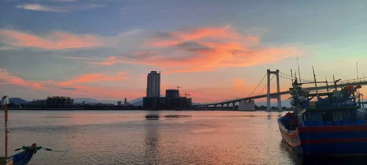 Nguyễn Phương Huyền. Sunset in the river