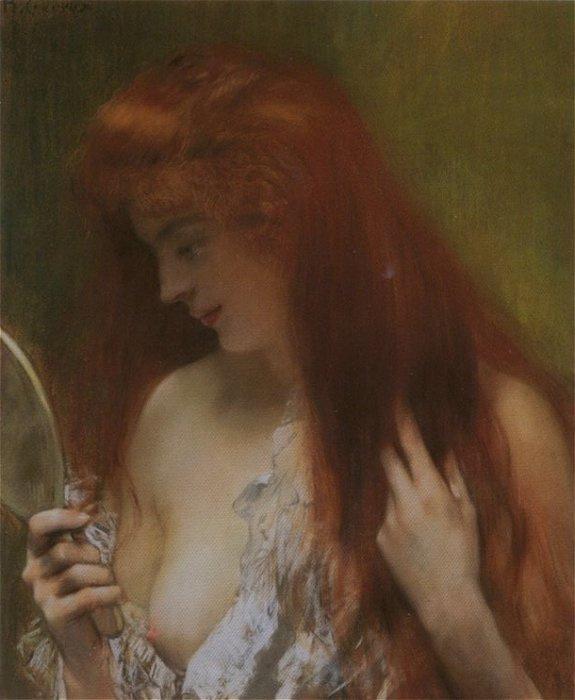 Девушка любуется своей красотой в зеркале