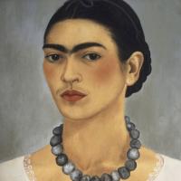 Автопортрет с ожерельем