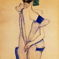 Эгон Шиле. Стоящая девочка в синем платье и зеленых чулках